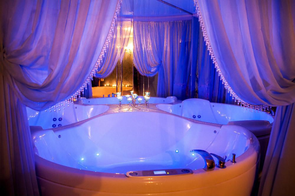 Эротический массажный салон с бассейном